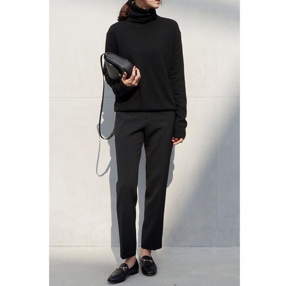girl wearing gucci horsebit loafers